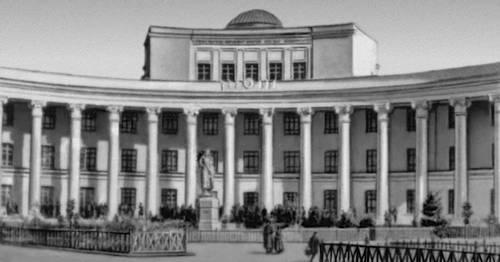 Здание университета в Улан-Баторе. 1943—46. Архитектор Н. М. Щепетильников. Улан-Батор.