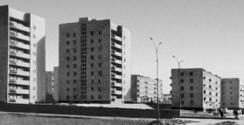 Жилые дома (на первом плане) в Улан-Баторе. 1969. Архитекторы А. Б. Гурков, М. А. Зильберт, С. Е. Рюмина, М. А. Свирская. Улан-Батор.