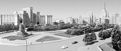 Университет и здание Дома государственной промышленности на площади Дзержинского в Харькове. Харьков.