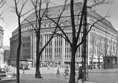 Хельсинки. Универсальный магазин Штокмана. 1929—30. Архитектор С. Фростерус. Хельсинки.