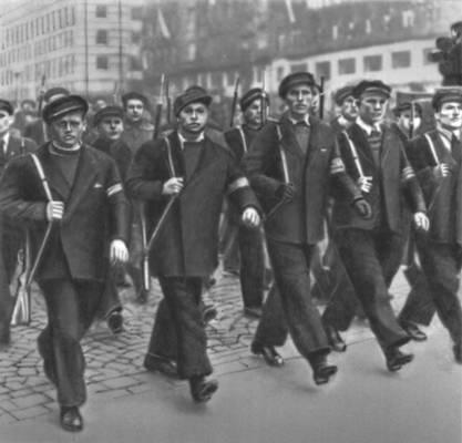 Рабочая милиция в февральские дни 1948. Чехословакия.