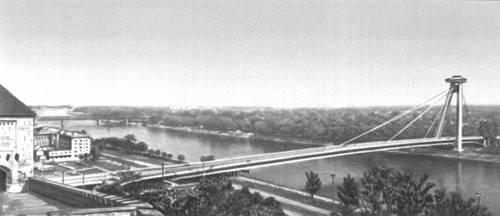 Река Дунай. Мост Словацкого национального восстания в Братиславе. 1966—73. Чехословакия.