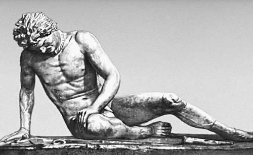 Эллинистическая культура. «Раненый галл». Мрамор. Римская копия с греческого оригинала. Ок. 230 до н. э. Капитолийские музеи. Рим. Эллинистическая культура.