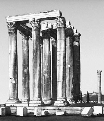 Эллинистическая культура. Руины храма Зевса Олимпийского в Афинах. Вид с востока. 1-я пол. 2 в. до н. э. Перестройки римского времени. Эллинистическая культура.