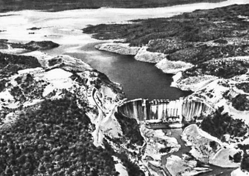 Южная Родезия. Плотина гидроэлектростанции Кариба на р. Замбези. Южная Родезия.