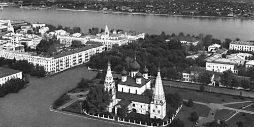 Ярославль. В центре — церковь Ильи Пророка (17 в.). Ярославль.